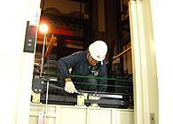 扉駆動装置の点検作業