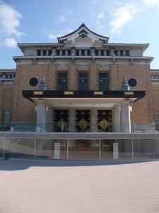 京都市美術館正面(縦)